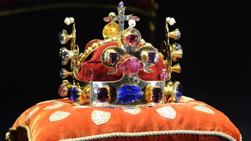 Historička Eva Doležalová o korunovačních klenotech. Kolik českých panovníků  a panovnic bylo korunováno těmito klenoty  7fbca1dff0d