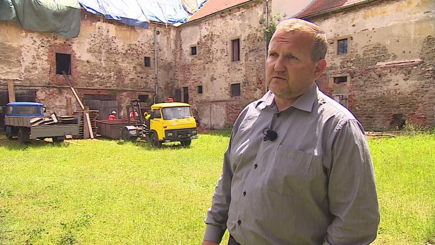 Video Místostarosta Oslavan Svatopluk Staněk popisuje postup rekonstrukce zámku