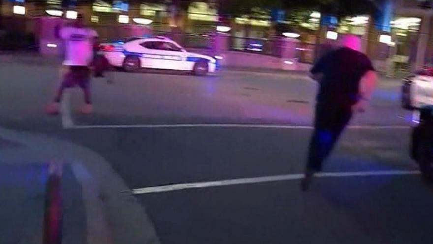 Video Původně poklidný protest v Dallasu přerušila střelba