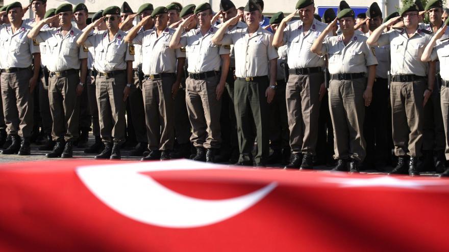 Video Turecko normalizuje zemi. Přes 6000 údajných pučistů zatčeno