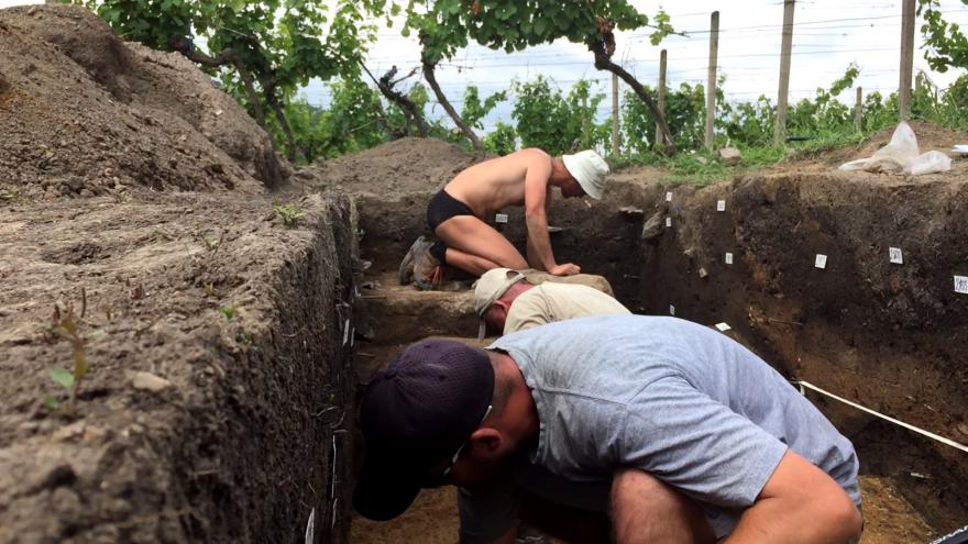 Video Archeolog David Rožnovský popisuje naleziště