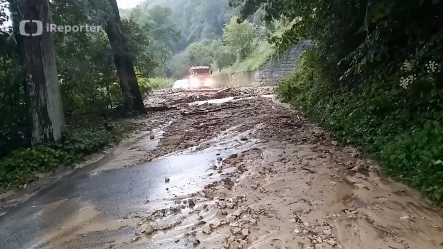 Video Půda na silnici