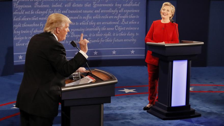 Video Vášně a slovní útoky při úvodní prezidentské debatě