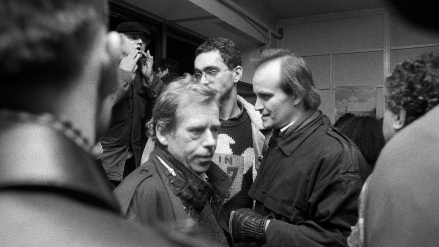 Video Michael Kocáb o Václavu Havlovi: Projevem 21. listopadu se okamžitě etabloval mezi revoluční vůdce