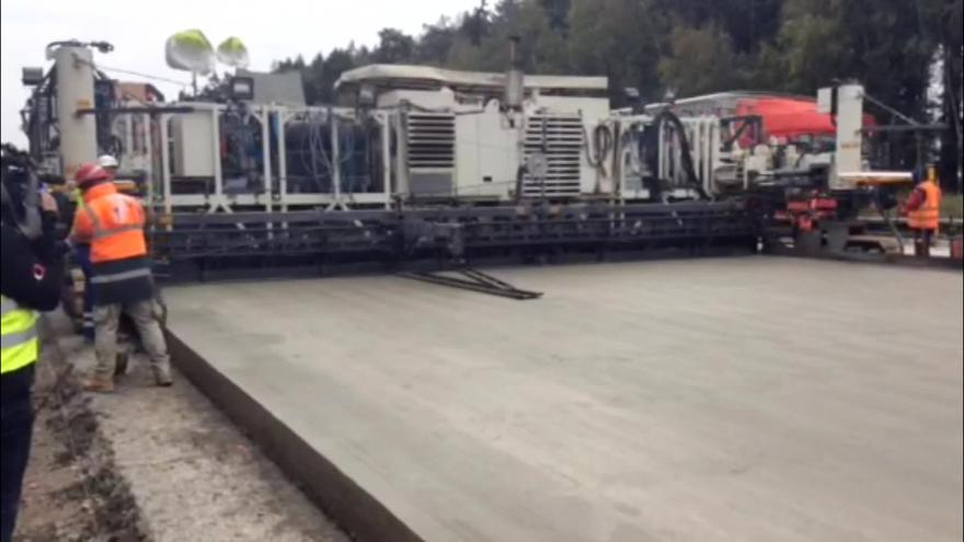 Video Bez komentáře: Znovu položit se musí beton v úseku 150 metrů