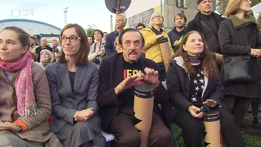 Video K bubnování se připojil i americký psycholog Philip Zimbardo