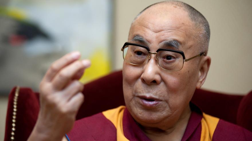 Video Dalajlama: Ekonomický prospěch vnitřní mír člověka nezaručí