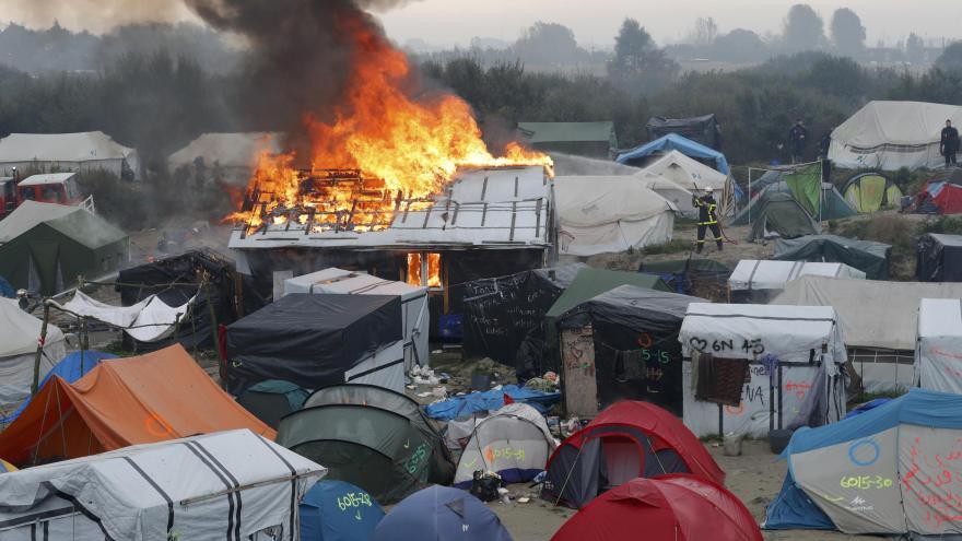 Video 90' ČT24 - Vyklízení uprchlického tábora v Calais