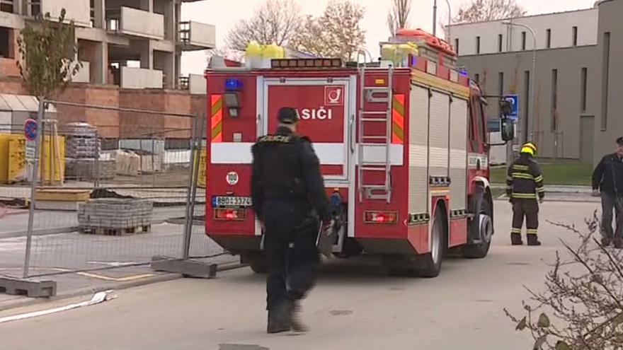 Video Do uzavřené oblasti nikdo nemohl. Jen policisté a hasiči
