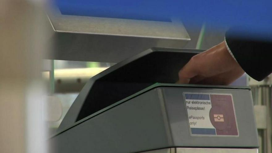 Video Lidé, kteří cestují do EU a nepotřebují vízum, se asi budou muset elektronicky registrovat