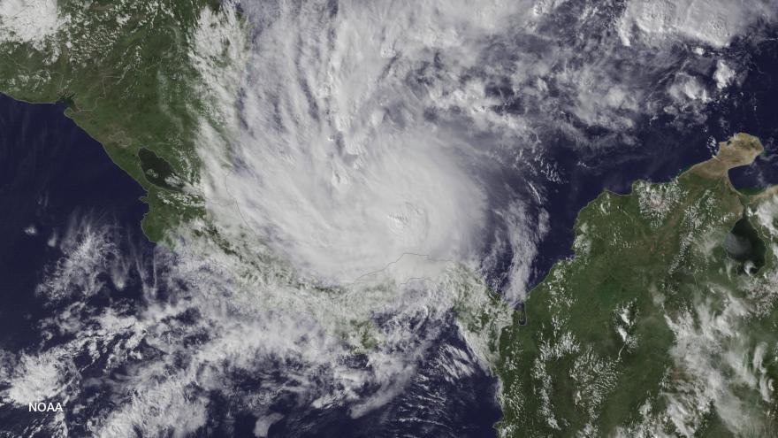 Video Meteorolog: Hlavním rizikem hurikánu bude silný déšť