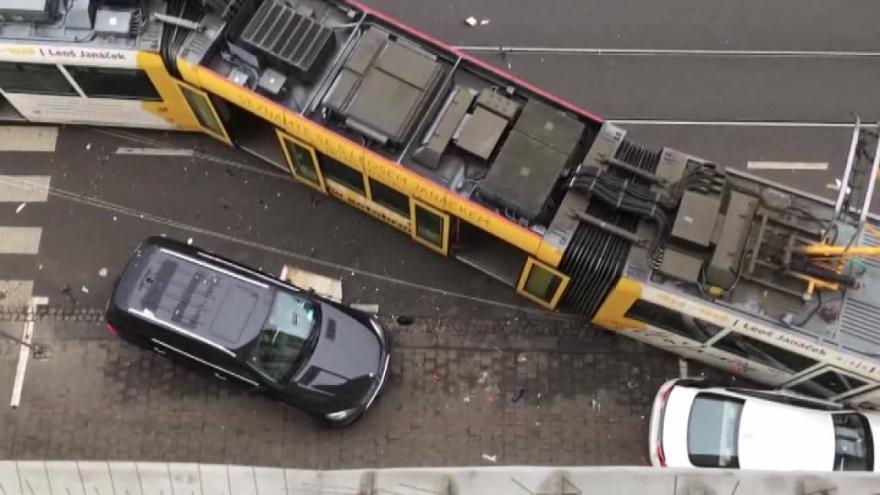 Video Nehoda tramvaje z pohledu iReportéra Víta Vaňka