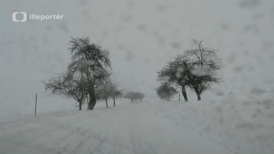 Video iReportér Jitka Rösslerová: Zasněžená silnice II/358 mezi Vlkovem a Němčicemi u Litomyšle