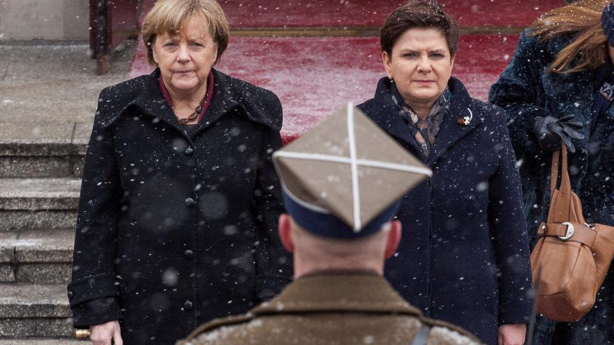 Thumbnail for Merkelová ve Varšavě: Na kritiku vlády nedošlo, se Szydlovou hovořila o hospodářství