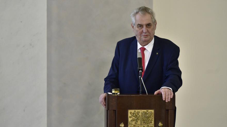 Video Miloš Zeman oficiálně vyhlašuje kandidaturu