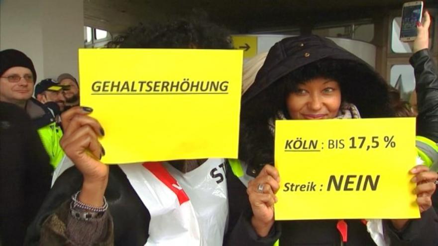 Video Zprávy: Pracovníci berlínských letišť stávkují za vyšší platy