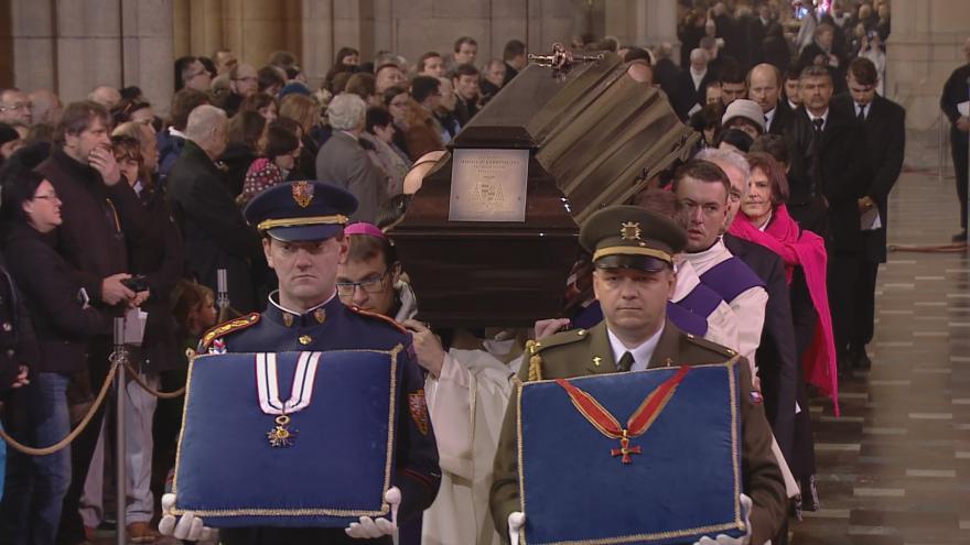 Video Pohřeb kardinála Miloslava Vlka - Zádušní mše a pohřeb