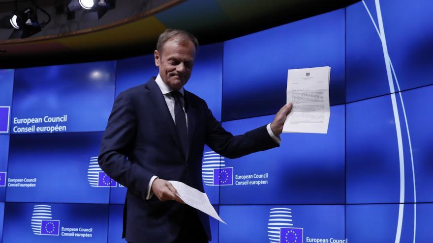 Video ŽIVĚ: Británie spouští odchod z EU