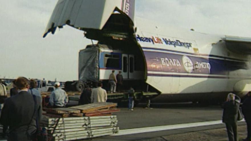 Video Tramvaj z Ruzyně odletěla v roce 1998
