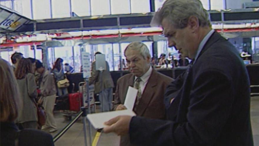 Video 1996: Miloš Zeman na ruzyňském letišti