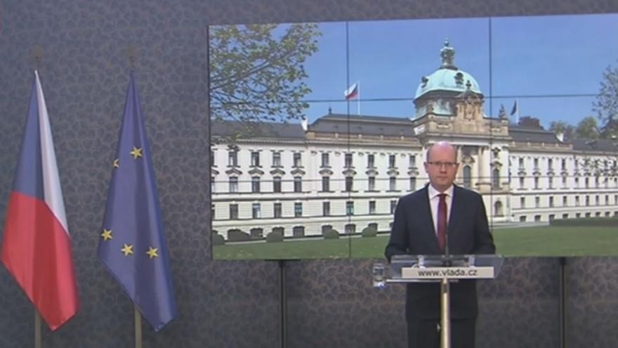 Video Premiér Sobotka: Vláda podá demisi