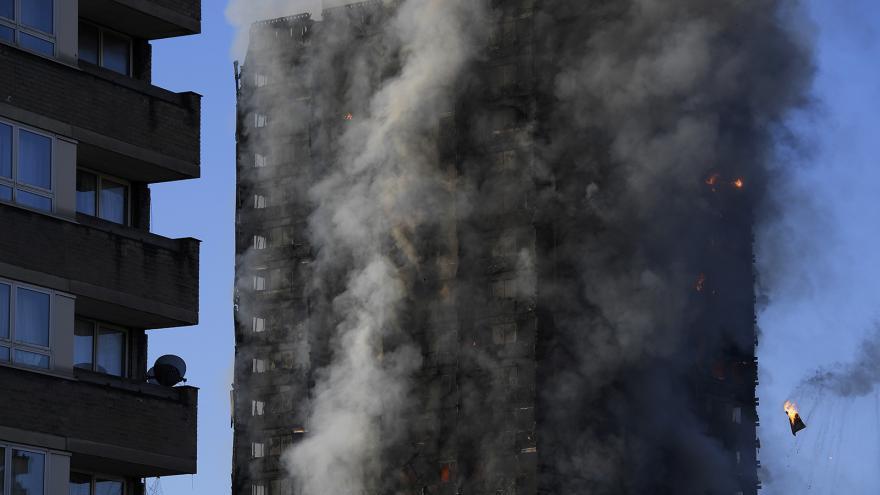 Video ŽIVĚ: Požár domu v Londýně