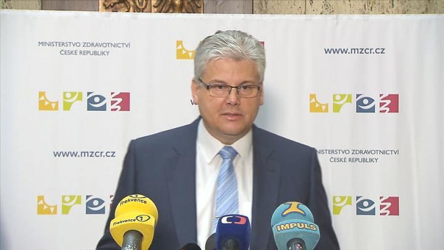 Video Brífink ministra zdravotnictví Miloslava Ludvíka k platům sester