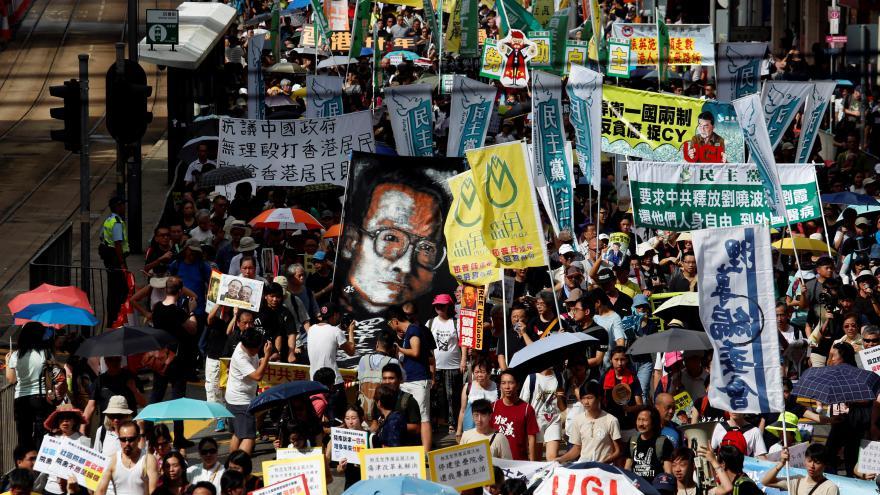 Video Hongkonžané vyšli do ulic, požadují svobodné volby a propuštění disidenta Liou Siao-po