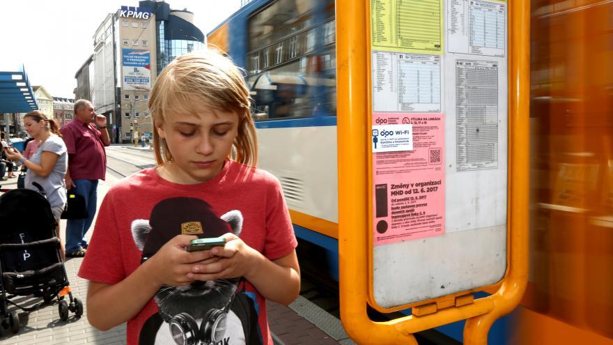 Video WiFi na zastávce MHD