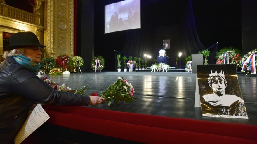 Video PŘÍMÝ PŘENOS: Poslední rozloučení s Janem Třískou