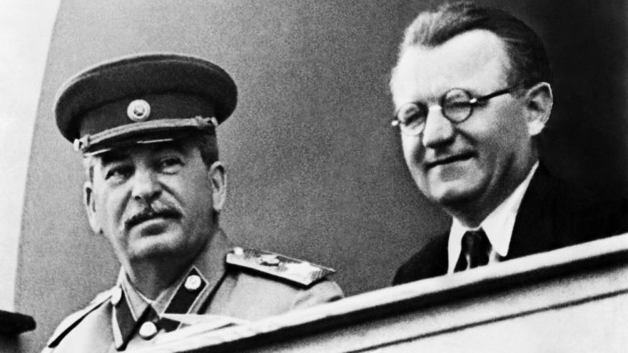 Stalin a Gottwald přijdou o čestné občanství Chrudimi. Návrh Pirátů prošel  jen těsně 5f6c1f1613