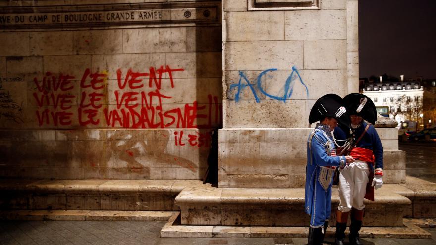 Výsledek obrázku pro nepokoje ve francii 2018 vítězný oblouk macron