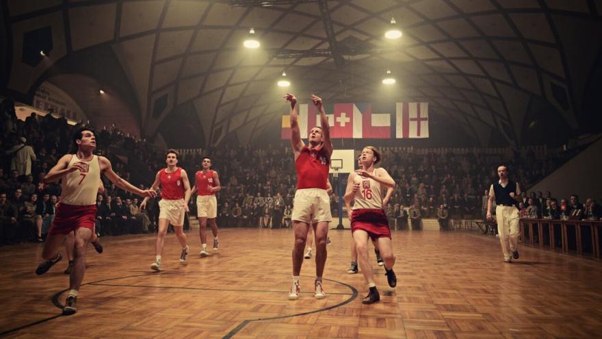 Video Ze zákulisí: Jak se staví sportovní hala pro film