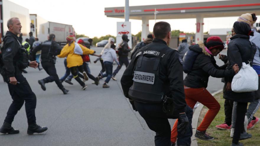 Video Policisté v Calais jsou na hraně možností