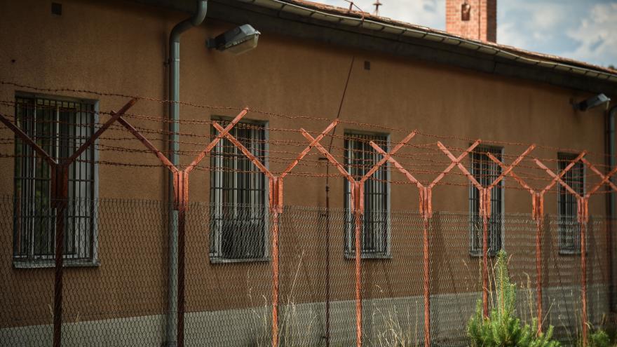 Video Vašinová: Běženci začali demolovat zařízení v Bělé