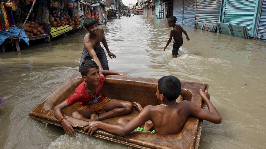 Video Povodně v jižní Asii si vyžádaly stovky životů