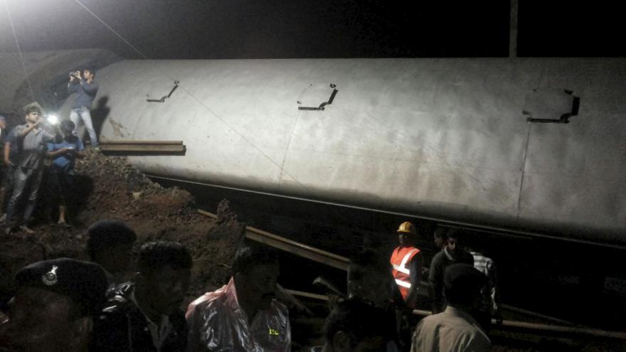 Video Železniční havárie v Indii