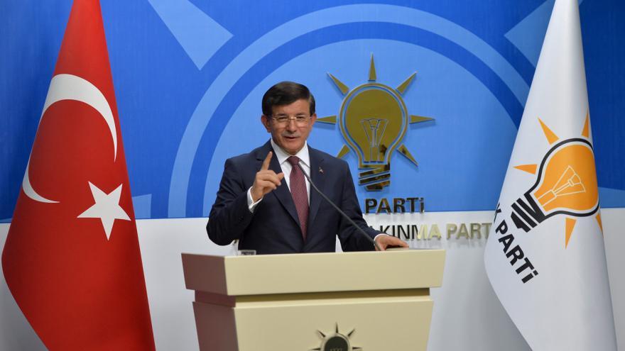 Video Turecký premiér se vzdal pověření k sestavení koaliční vlády