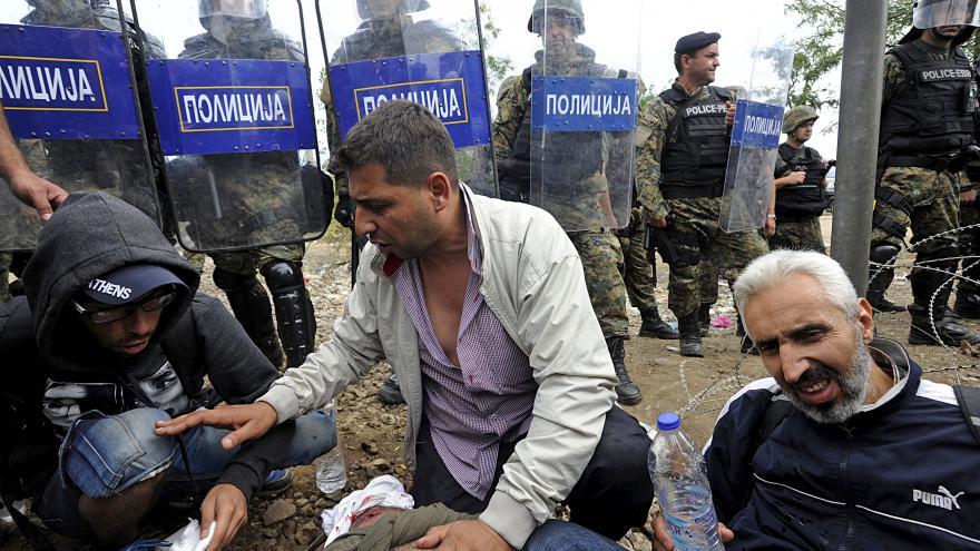 Video Komentátor MfD: Makedonské řešení? Naložit na vlak, poslat na sever