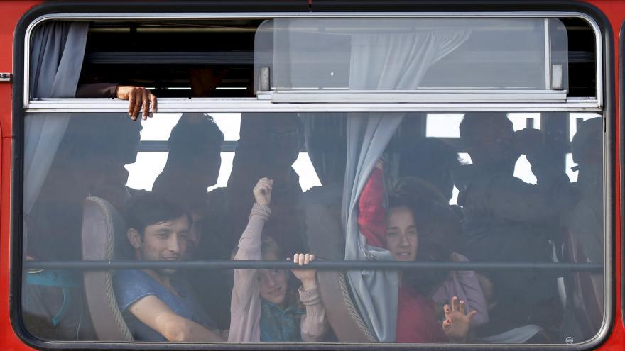 Video OSN: Makedonskou hranici mohou překročit 3000 uprchlíků denně