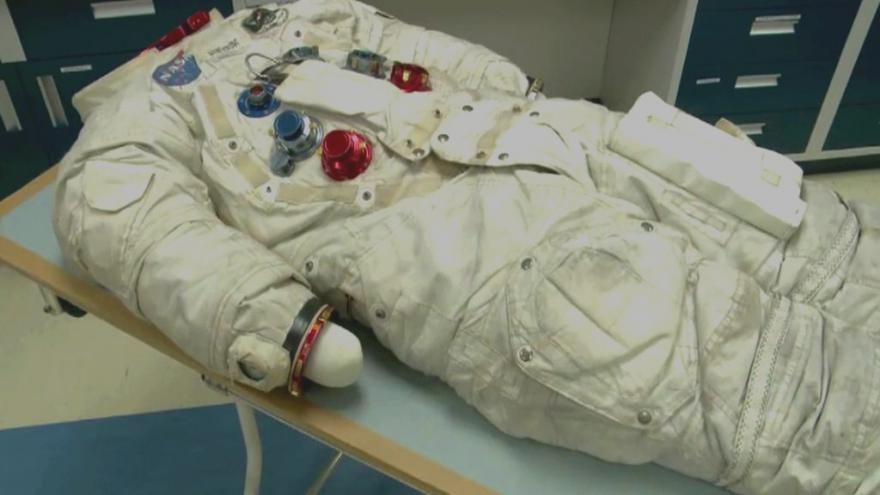 Video Záchrana Armstrongova skafandru
