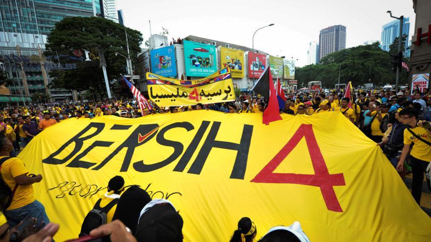 Video V Malajsii pokračují protesty proti premiérovi