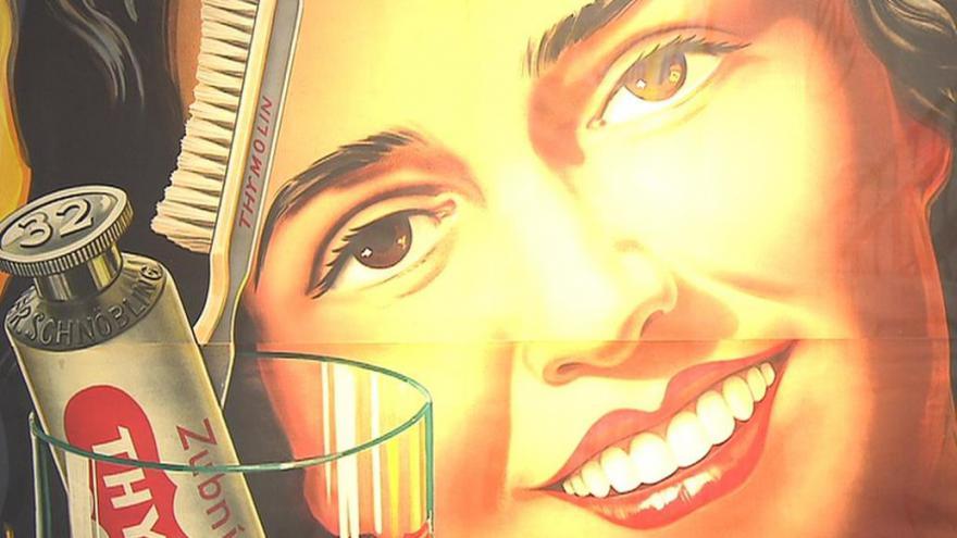 Video Roztoky vystavují historické plakáty