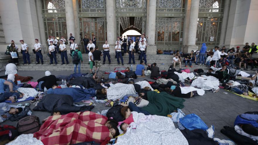 Video Miřejovský: U nádraží v Budapešti pokřikovali radikálové