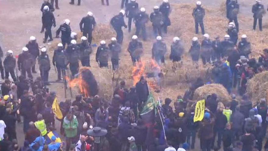 Video Zpravodaj ČT: Policie se snaží demonstrující zemědělce uklidnit