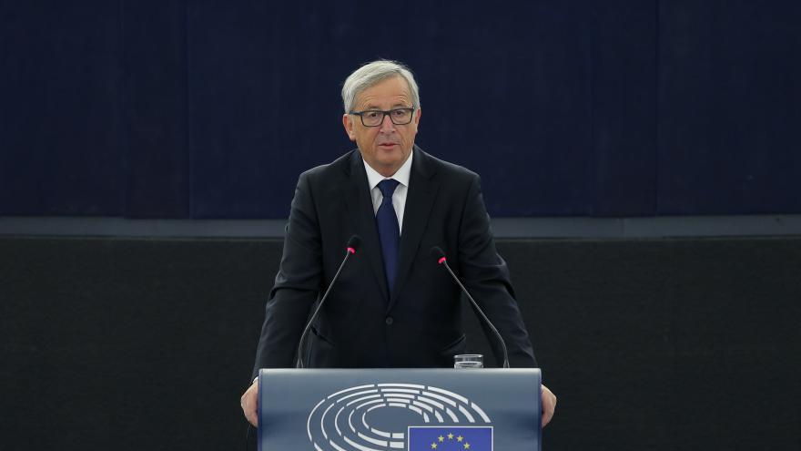 Video Juncker navrhl přerozdělit celkem 160 tisíc běženců