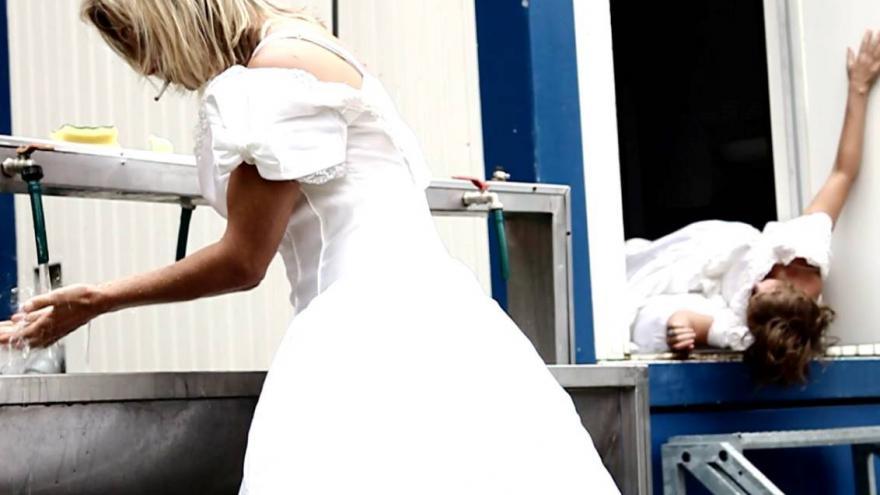 Video V Altě tančí ženy Uhozené květinou