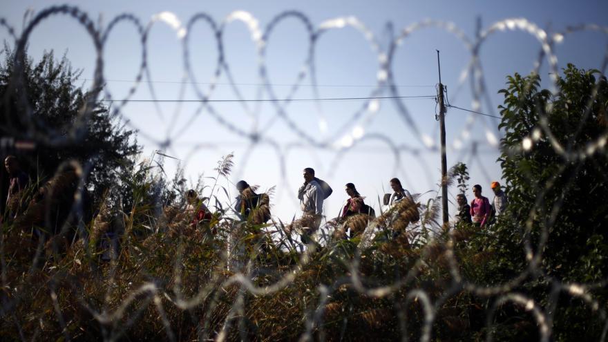 Video Migranti míří přes Maďarsko na západ v rekordních počtech