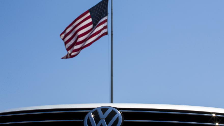Video Akcie Volkswagenu se propadají