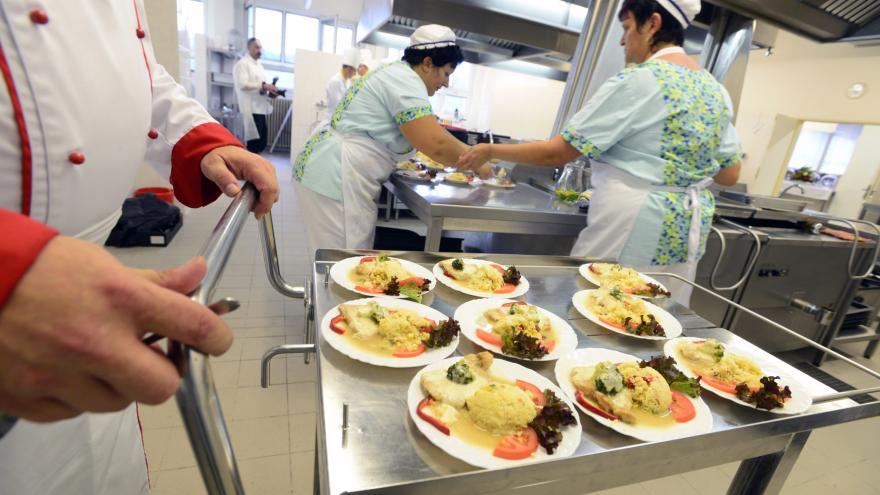 Video Proti plýtvání jídlem začínají bojovat i supermarkety a stravovací zařízení